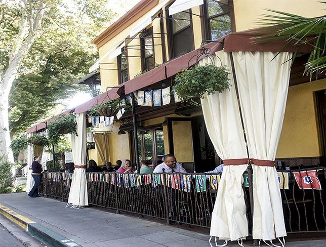 ernestos patio