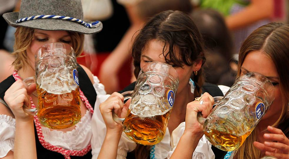 oktoberfest beer girls