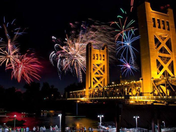 july 4th fireworks in old sacramento sacramento