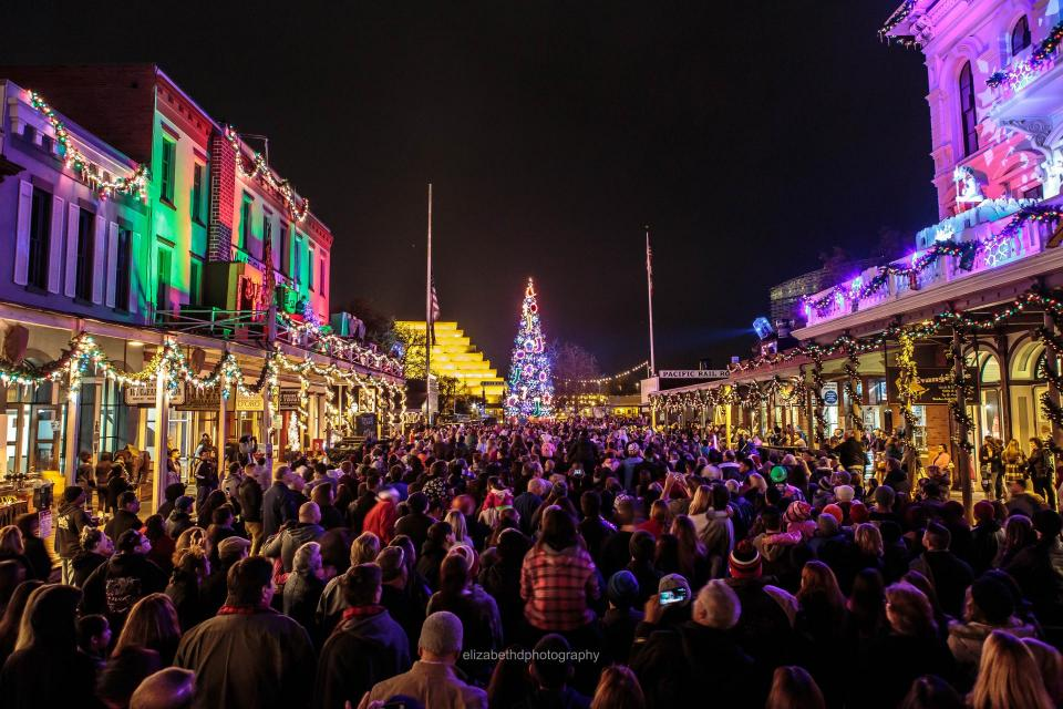 2019 Old Sacramento Tree Lighting Ceremony